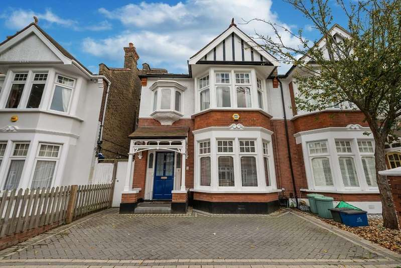 4 Bedrooms Semi Detached House for sale in Woodlands Avenue, Aldersbrook
