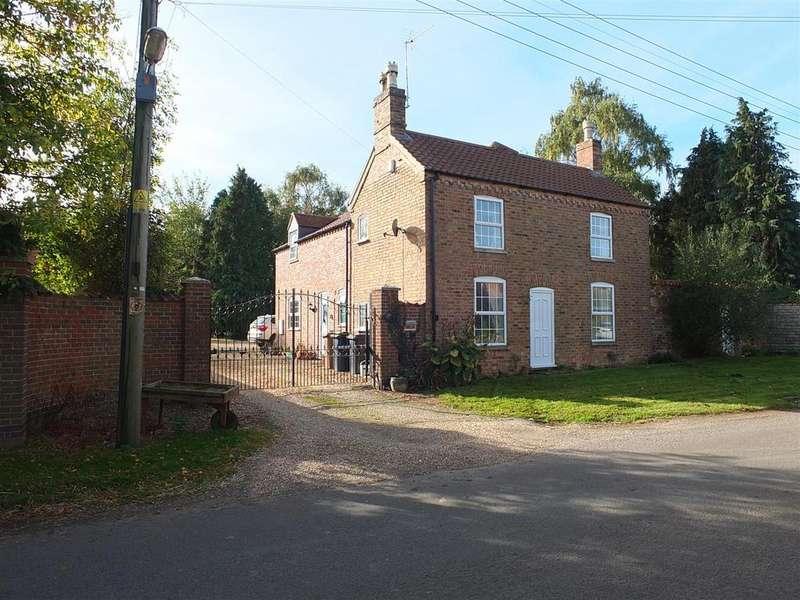 4 Bedrooms Detached House for sale in Fen Road, Little Hale, Sleaford