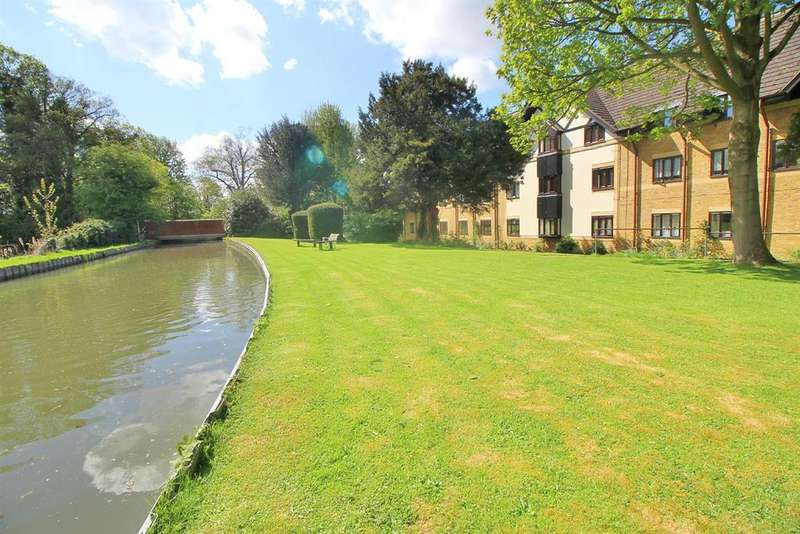1 Bedroom Retirement Property for sale in Churchgate, West Cheshunt, Herts EN8