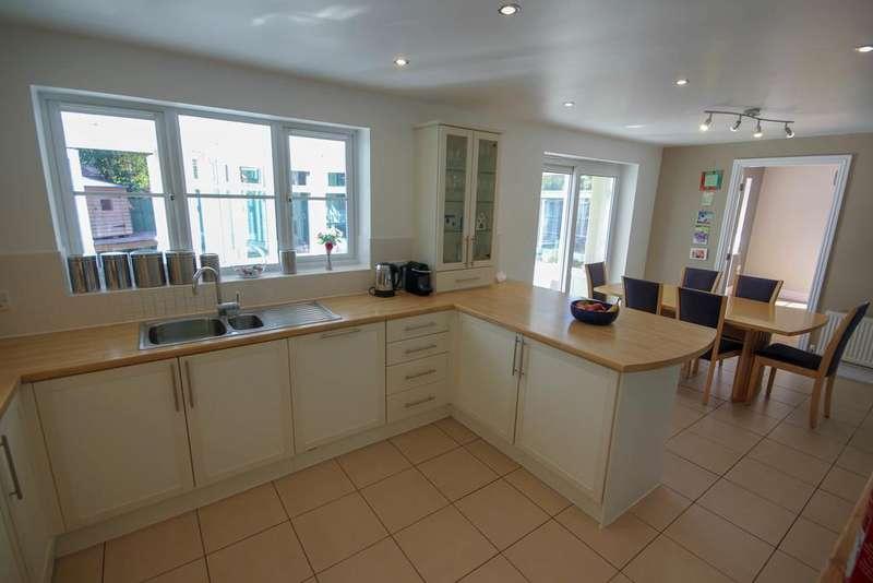 5 Bedrooms Detached House for sale in Nettleton Close, Littleover