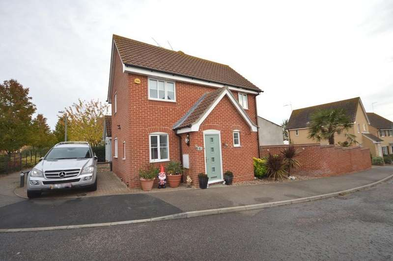 3 Bedrooms Semi Detached House for sale in Magpie Close, Dovercourt