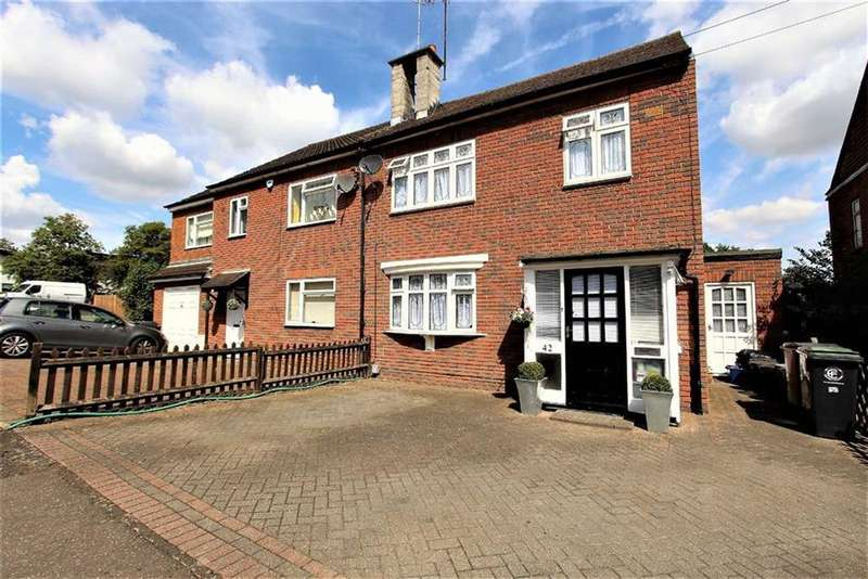3 Bedrooms Semi Detached House for sale in Ibbetson Path, Loughton, Essex