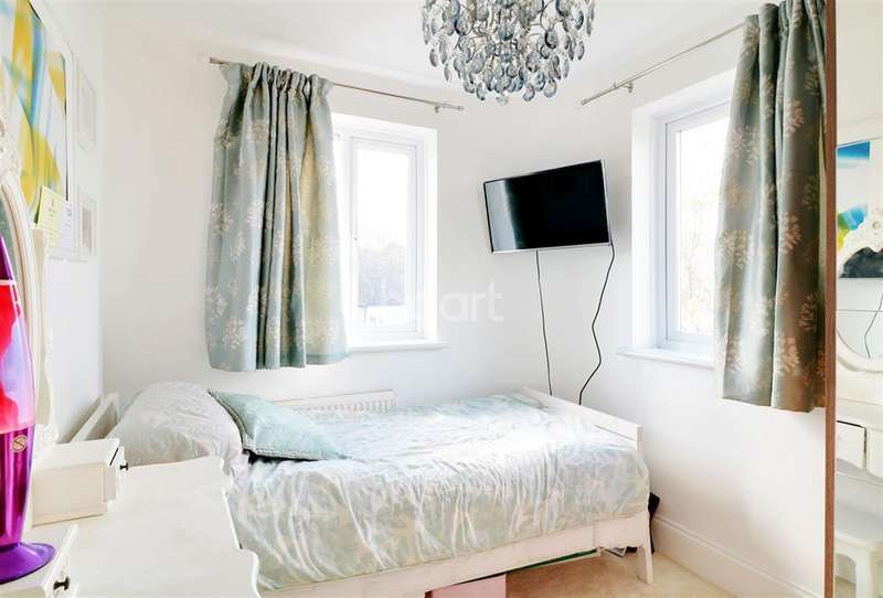 3 Bedrooms Semi Detached House for sale in Whitehouse Way, Southgate, N14