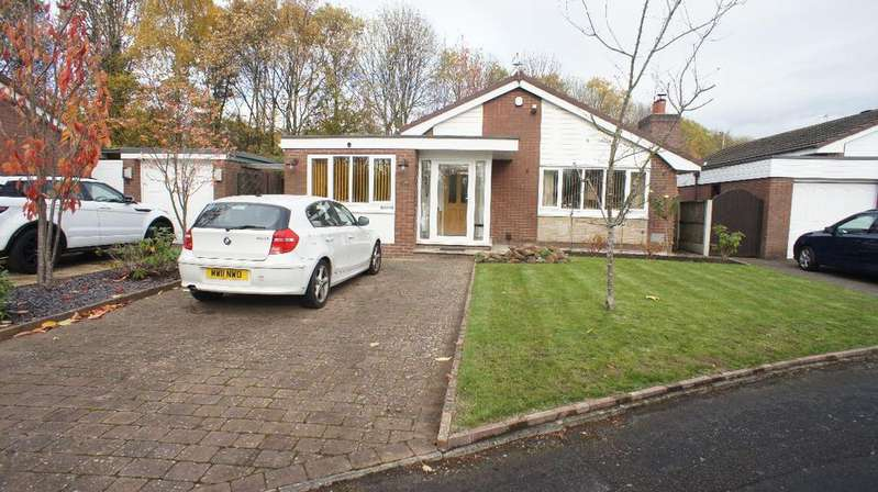 3 Bedrooms Detached Bungalow for sale in Carpenter Grove, Longbarn, Warrington