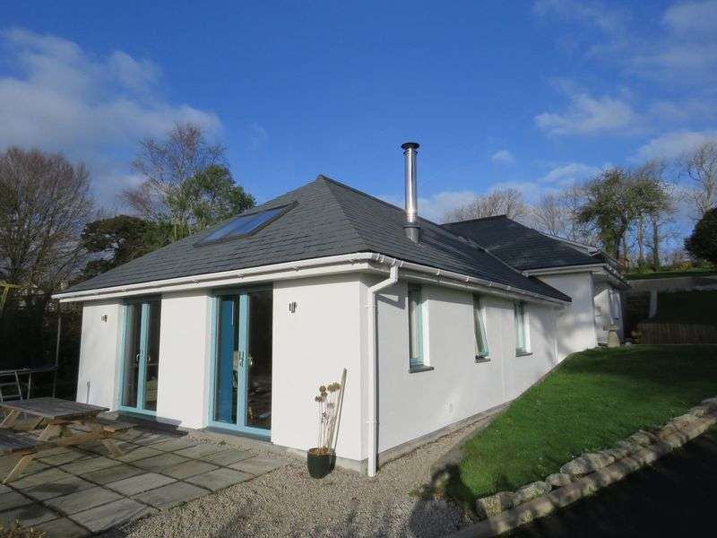 3 Bedrooms Property for sale in Silver Hill Perranwell Station, Truro
