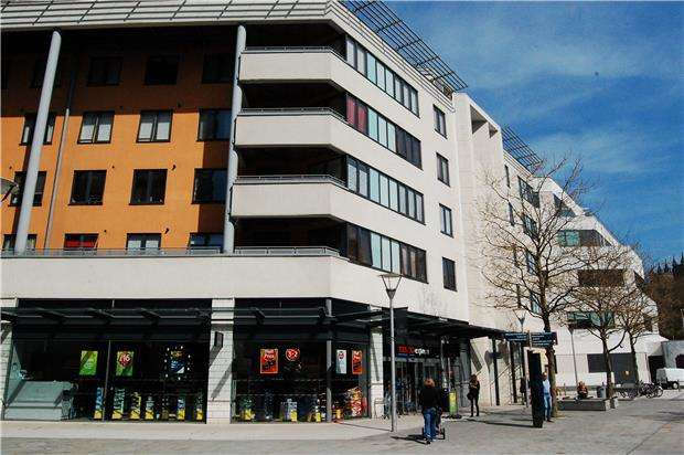 2 Bedrooms Flat for sale in Anchor Point, Cathedral Walk BS1 5JW
