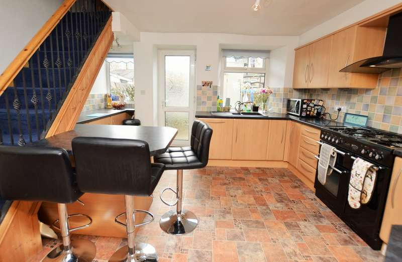 4 Bedrooms Terraced House for sale in Milnthorpe Road, Kendal - Potential B&B, Garage