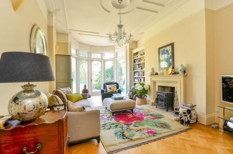 6 Bedrooms Semi Detached House for sale in Woodside Avenue, North Finchley, N12