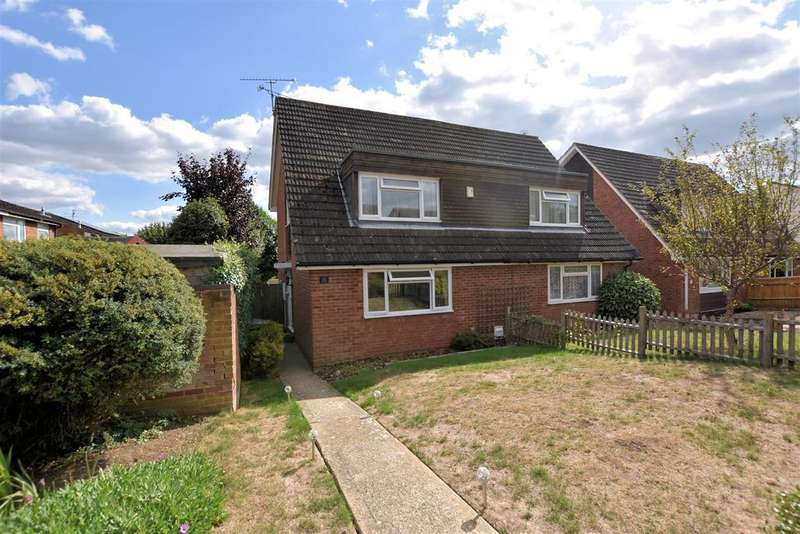 3 Bedrooms Semi Detached House for sale in Montrose Walk, Calcot, Reading