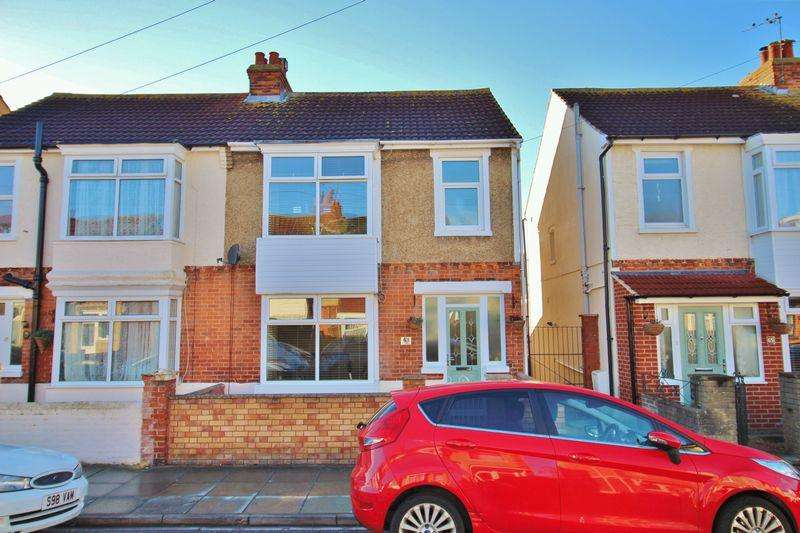 3 Bedrooms Semi Detached House for sale in Ripley Grove, Baffins