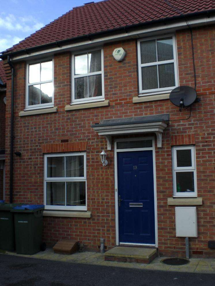 2 Bedrooms Terraced House for sale in Allenby Road, Thamesmead, London SE28