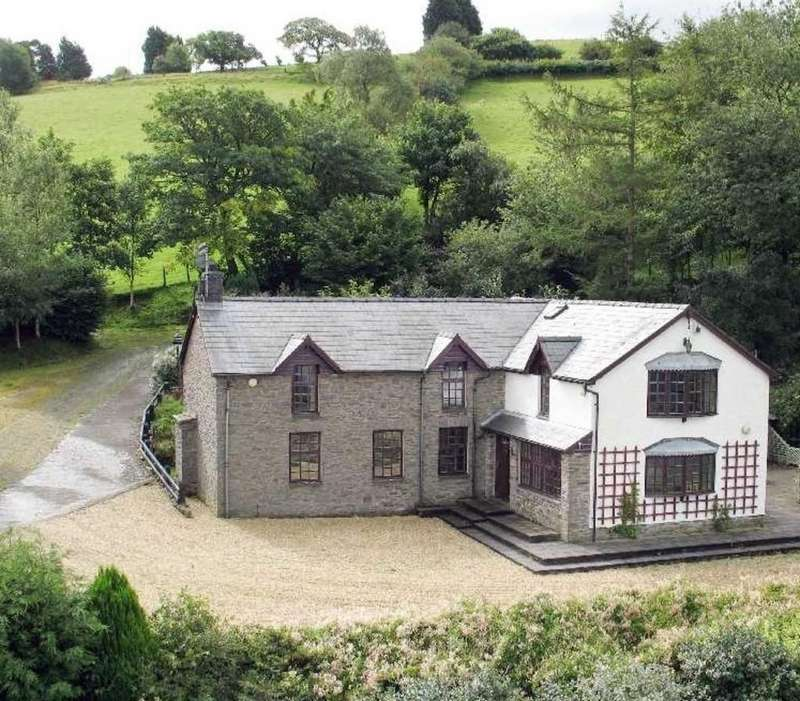 4 Bedrooms Detached House for sale in Llechwedd Melyn