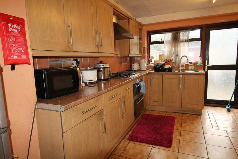 4 Bedrooms Terraced House for sale in Clements road, East ham, London E6