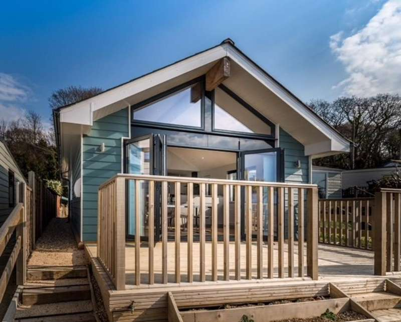 3 Bedrooms Detached House for sale in Gurnard, Cowes, Isle of Wight