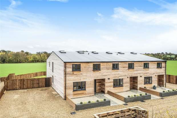 4 Bedrooms End Of Terrace House for sale in High Street, Upper Dean, Huntingdon, Bedfordshire