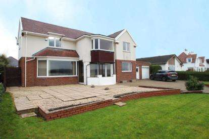4 Bedrooms Detached House for sale in Kidston Drive, Helensburgh