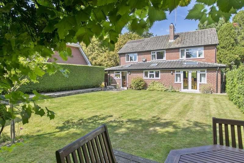 4 Bedrooms Detached House for sale in Dorchester Road, Hook
