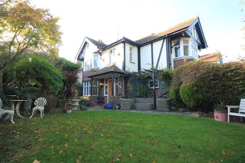 4 Bedrooms House for sale in Albert Gardens, East Clacton