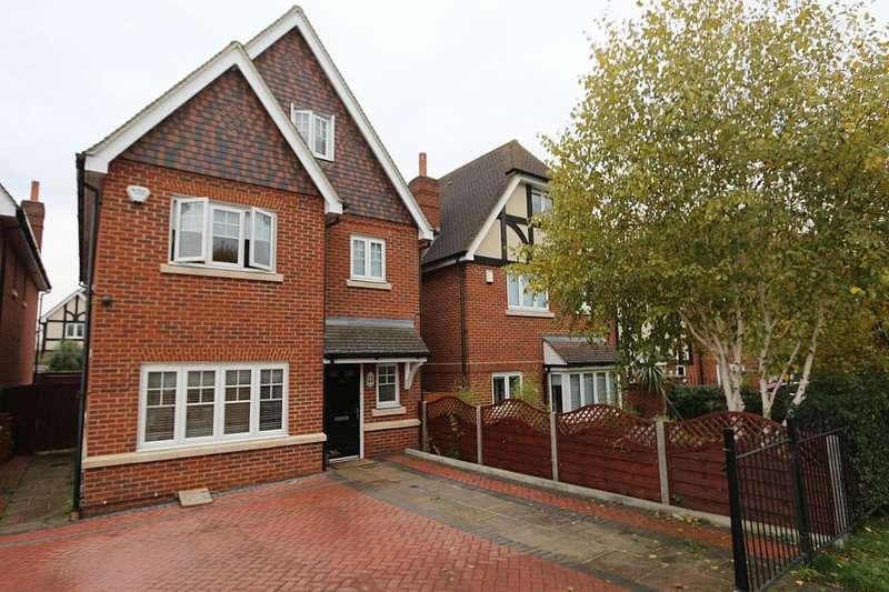 5 Bedrooms Detached House for sale in Lent Rise Road, Burnham, Slough, London, SL1 7BH