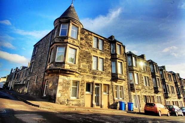 3 Bedrooms Apartment Flat for sale in Harriet Street, Kirckaldy, Fife, KY1 2AG