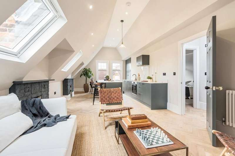 2 Bedrooms Flat for sale in Thirlmere Road, Streatham