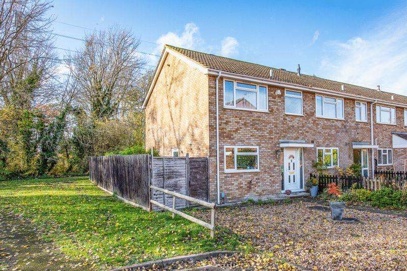 3 Bedrooms End Of Terrace House for sale in Tamar Close, Aylesbury