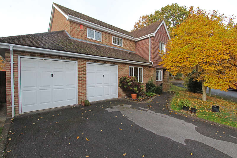 5 Bedrooms Detached House for sale in Monterey Drive, Locks Heath