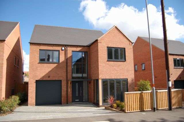 4 Bedrooms Detached House for sale in Hatton Avenue, Off Hatton Park Road, Northants NN8 5AP