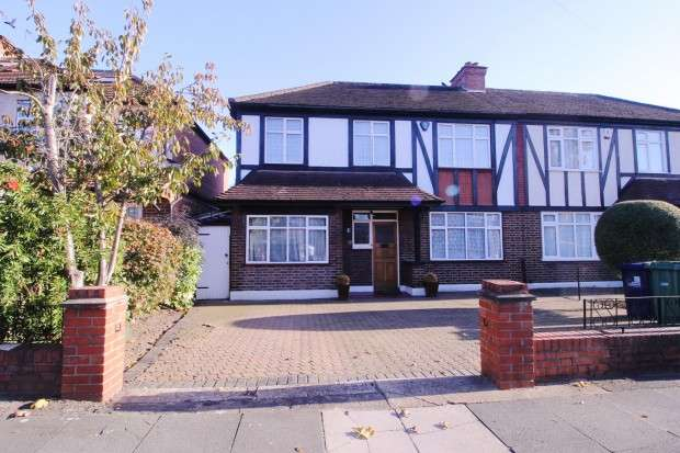 4 Bedrooms Semi Detached House for sale in Melbury Avenue Melbury Avenue, Southall, UB2