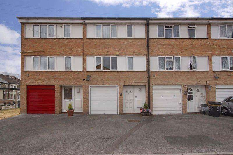 3 Bedrooms Terraced House for sale in Terrell Gardens, Bristol, BS5 9NY
