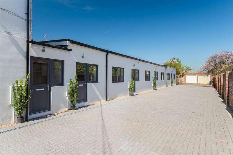 2 Bedrooms Maisonette Flat for sale in Dedworth Road, Windsor