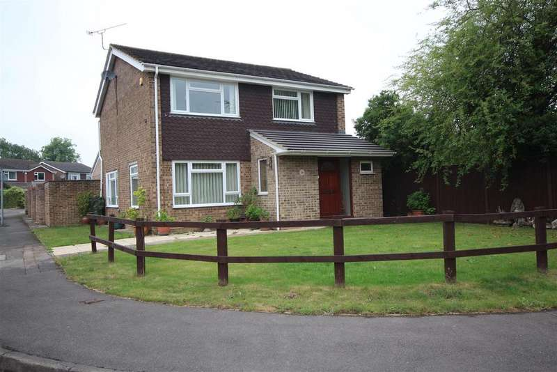 4 Bedrooms Detached House for sale in Milestone Crescent, Charvil, Reading