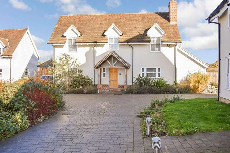 4 Bedrooms Detached House for sale in The Paddock, Chelmsford, Essex, CM3