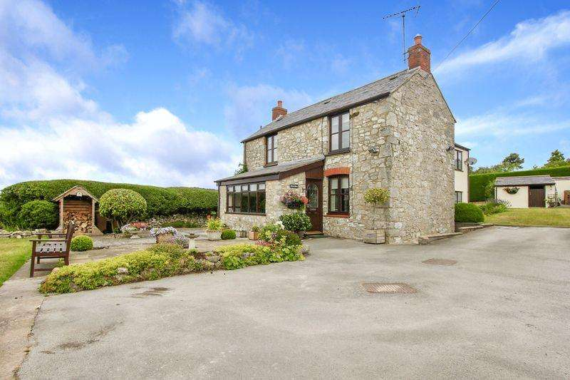 4 Bedrooms Detached House for sale in Trelawnyd