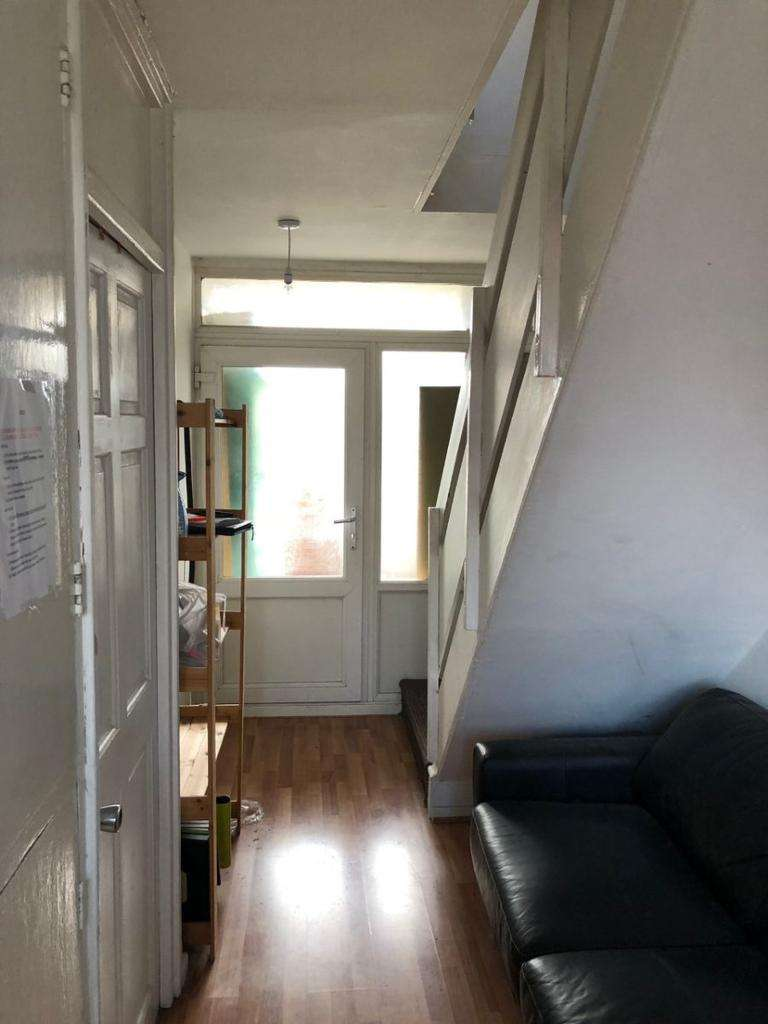 3 Bedrooms Flat for sale in Noble Court, Cable Street,London, E1