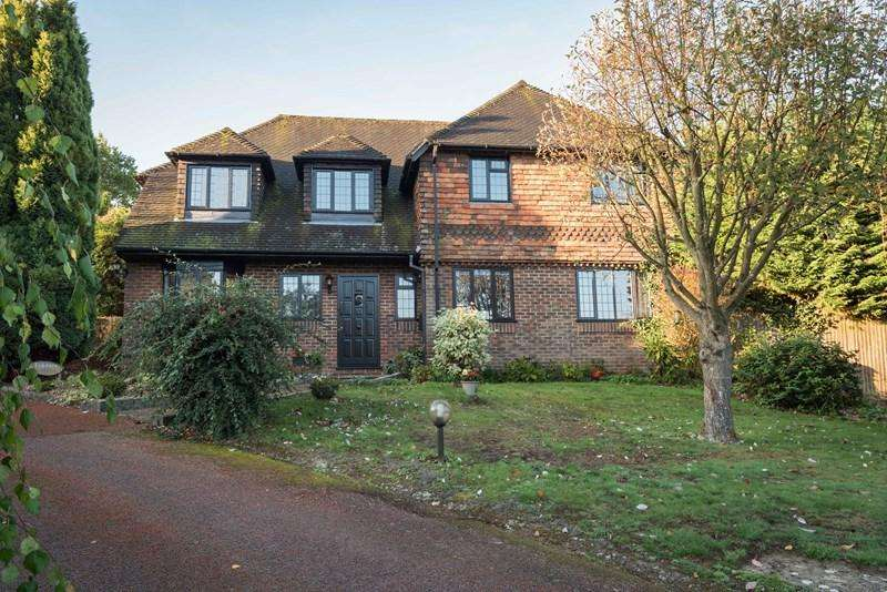5 Bedrooms Detached House for sale in Nightingale Rise, Ridgewood, Uckfield