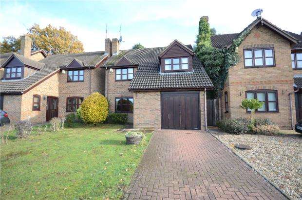4 Bedrooms Detached House for sale in Cannon Close, College Town, Sandhurst