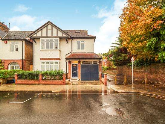 5 Bedrooms Detached House for sale in Richmond, Surrey
