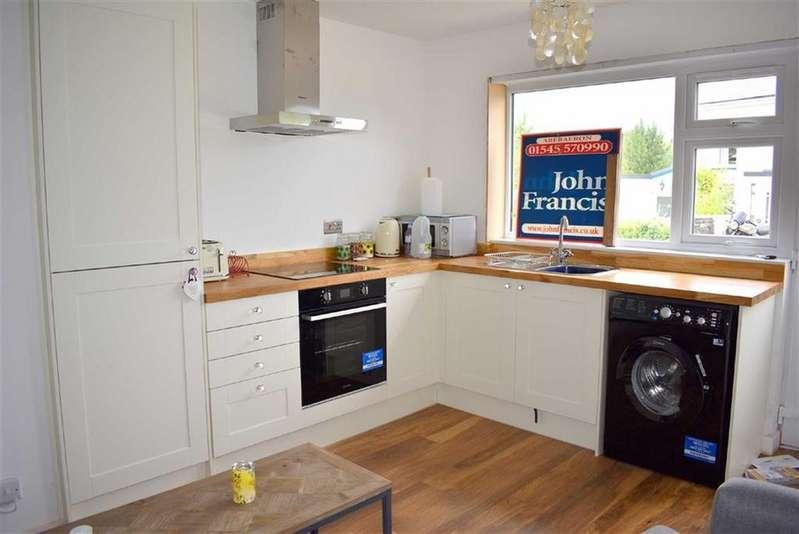 2 Bedrooms Flat for sale in Traeth Gwyn, New Quay, Ceredigion