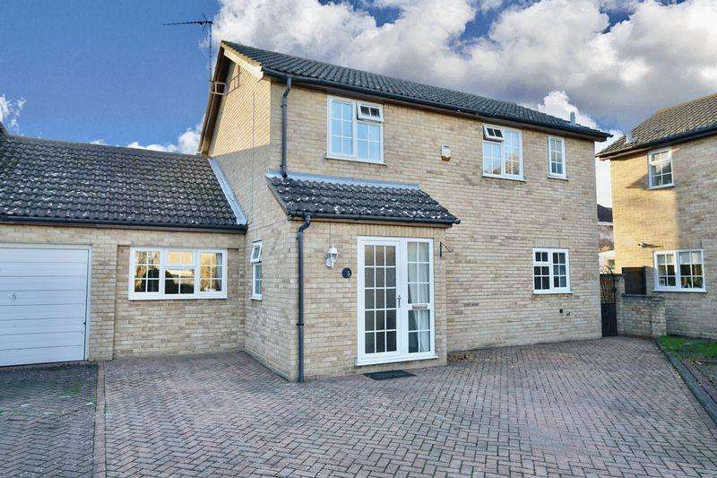 4 Bedrooms Link Detached House for sale in Fletchers Close, Ramsey, Cambridgeshire.