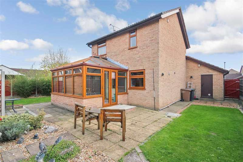 3 Bedrooms Detached House for sale in Maple Close, Waddington, Lincoln
