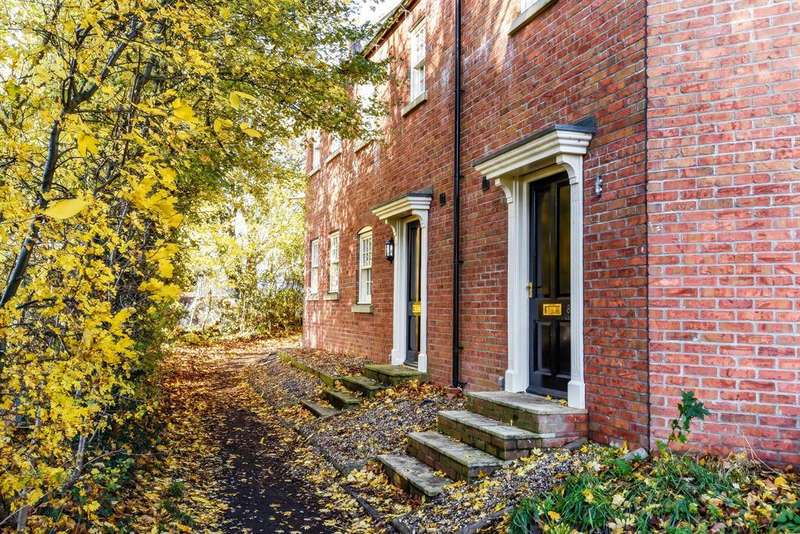 3 Bedrooms Town House for sale in West Street, Horncastle, Lincs, LN9 5AF