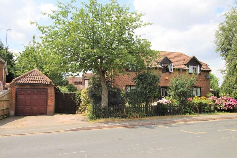 4 Bedrooms Detached House for sale in Chestnut Grove, Purley On Thames, Reading, RG8