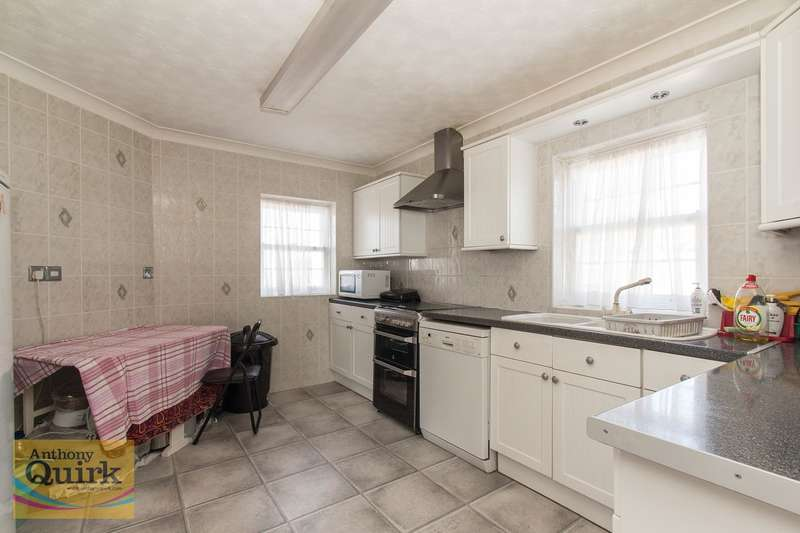 4 Bedrooms Detached House for sale in Point Road, Canvey Island, SS8