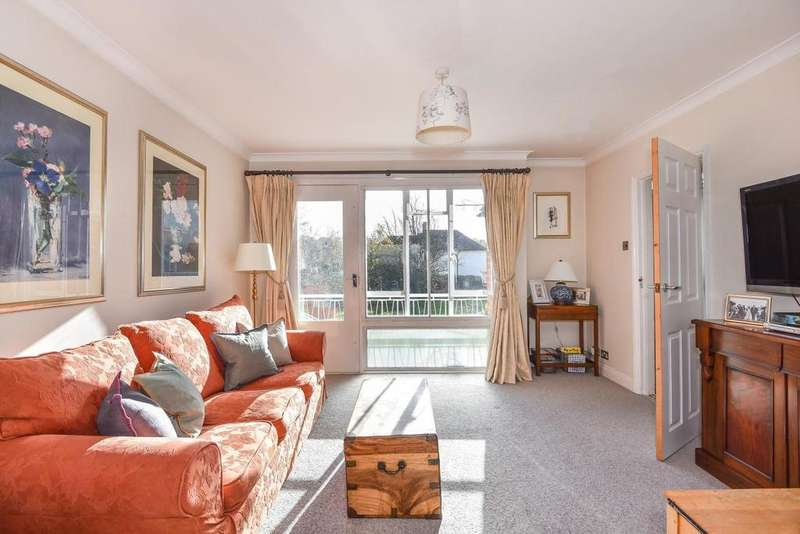 3 Bedrooms Flat for sale in Hitherwood Drive, Crystal Palace