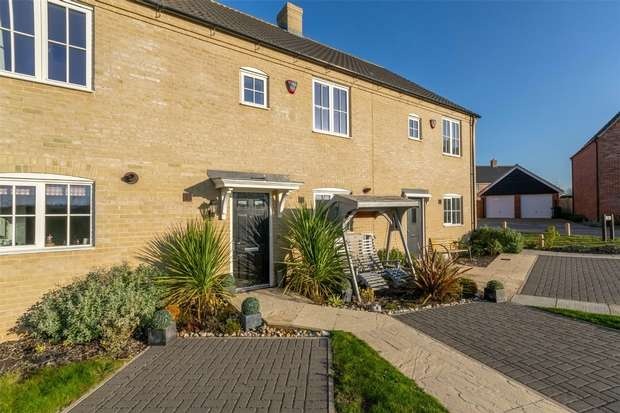 3 Bedrooms Terraced House for sale in 32 Ashburton Close, Wells-next-the-Sea