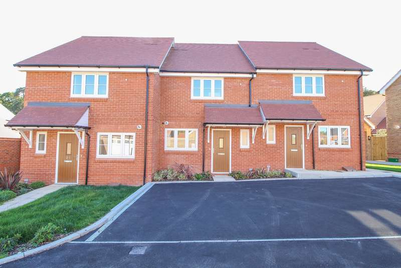 2 Bedrooms Terraced House for sale in Lea Meadows, Peppard Road, Sonning Common, RG4