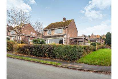 3 Bedrooms Detached House for sale in Fern Bank, Mottram Rise, Stalybridge, Cheshire