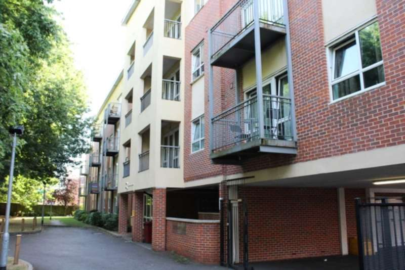 2 Bedrooms Apartment Flat for sale in Luxury Two Bedroom, Two Bathroom Apartment, Caversham Place, Reading - 5 Minutes from River Thames