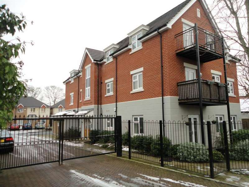 2 Bedrooms Ground Flat for sale in Aldenham Close, Langley, Slough, SL3 7FN